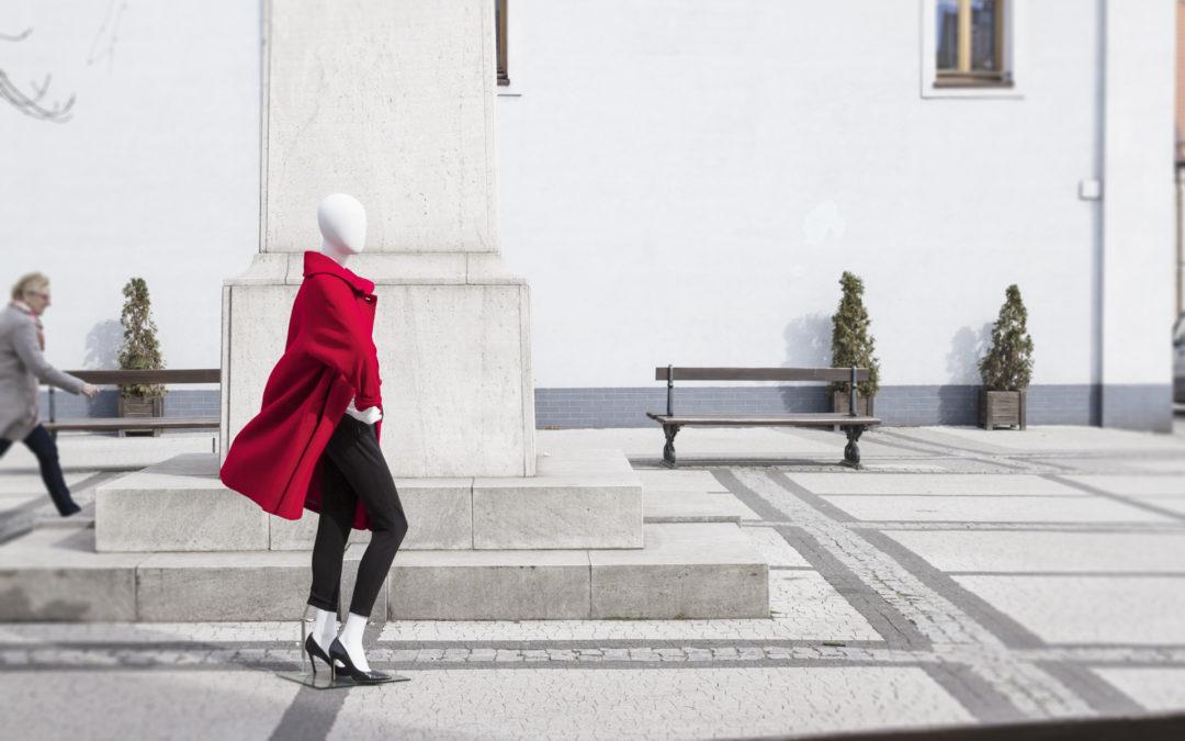 Oversizowy płaszcz wroli głównej